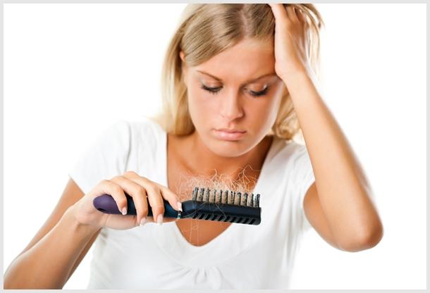A hajhullás okai és egyéb bőrtünetek