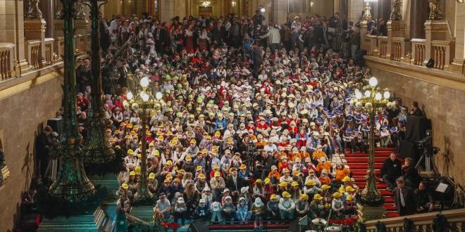 Gyerekek az Országházban.