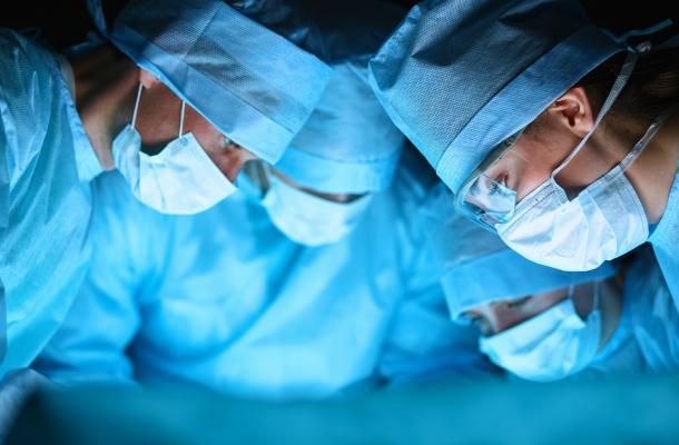 Nyelőcső-elzáródás miatt minimálinvazív eljárással műtöttek egy csecsemőt.