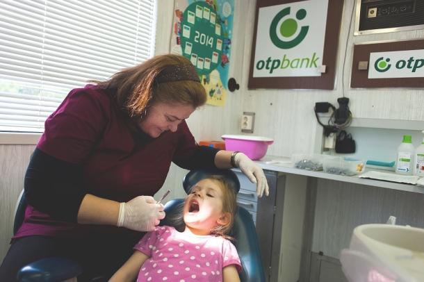 Gyermekmentő fogászat.